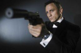 Gaji Daniel Craig